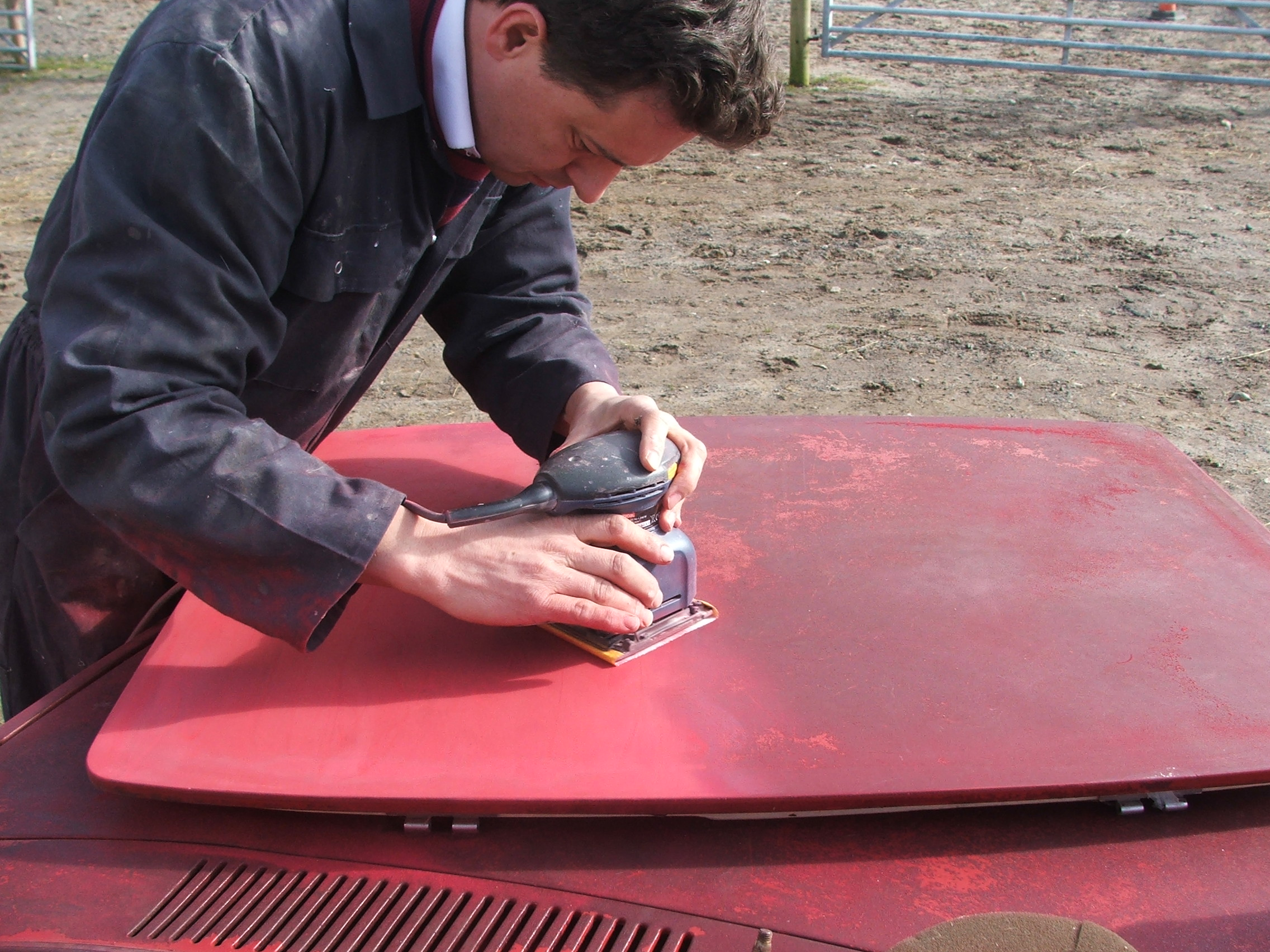 Eddie Ruskin sanding the sunroof on Quantum Coupé 003