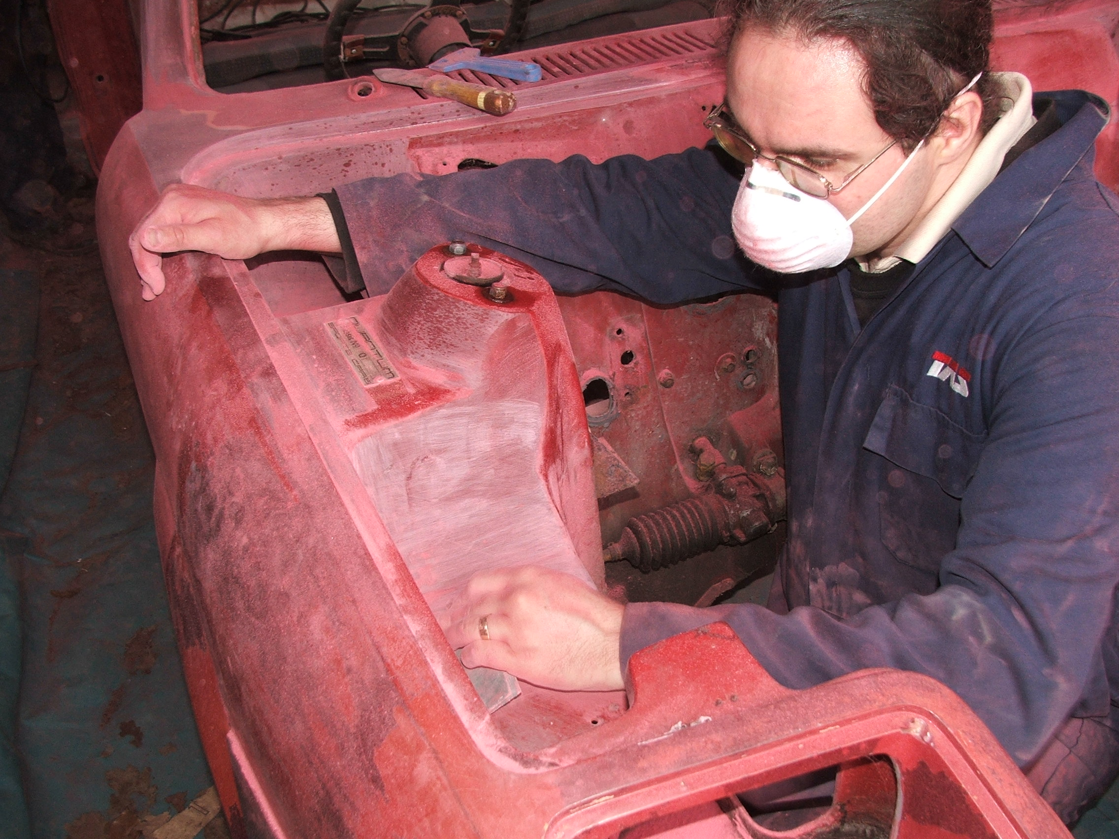 Chris Gray working the detail on Quantum Coupé 003