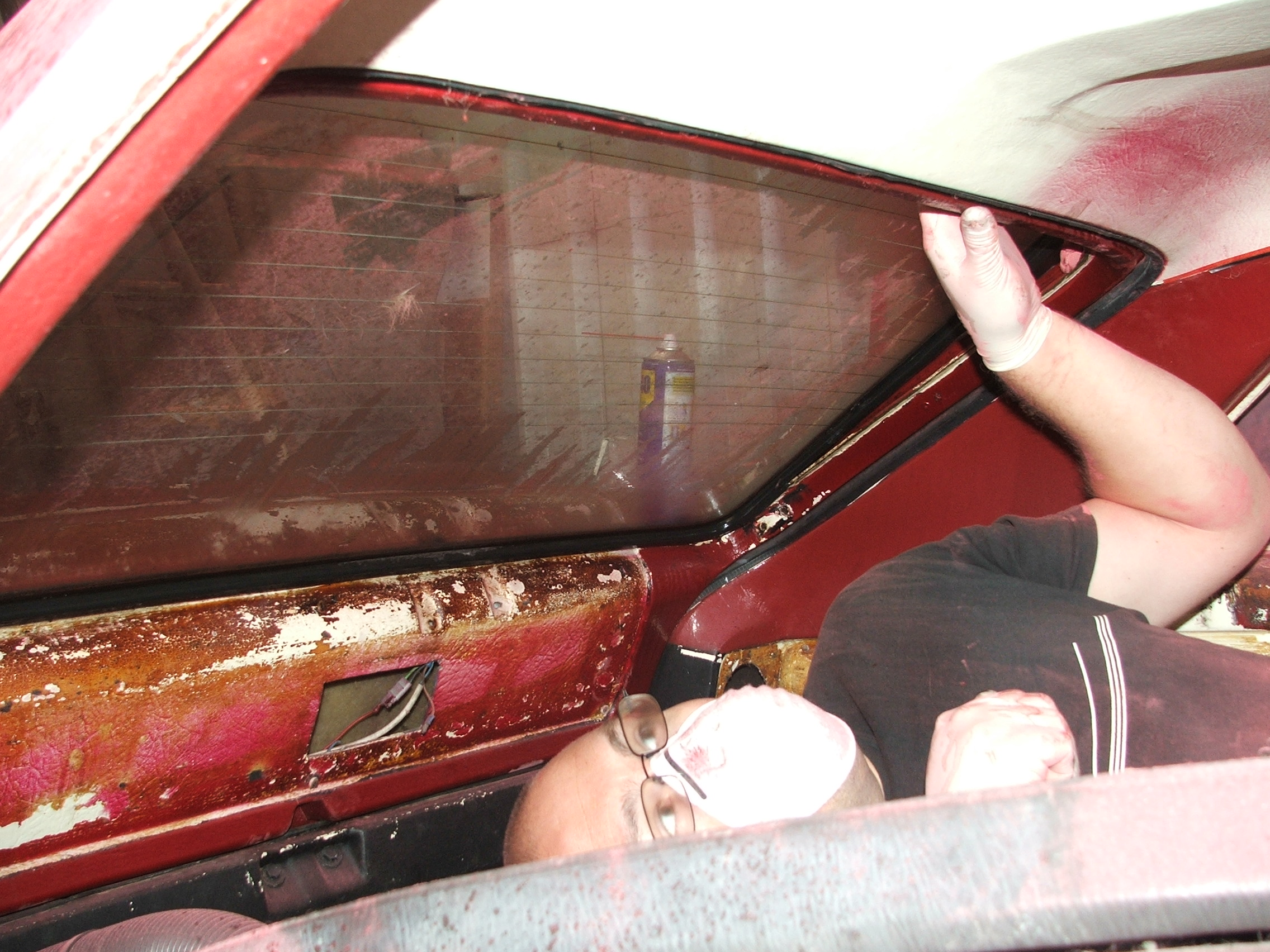 Steve Kodz removing the tailgate glass on Quantum Coupé 003